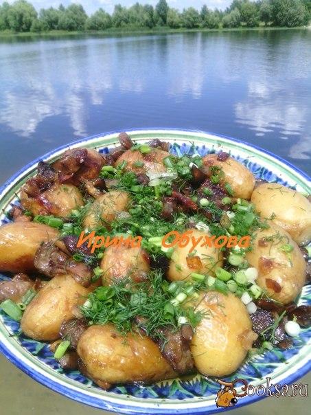 Картофель с грибами на мангале Вкуснейшая картошечка, с хрустящей корочкой. Пропитанная ароматом дымка. За рецепт спасибо Ksubob.