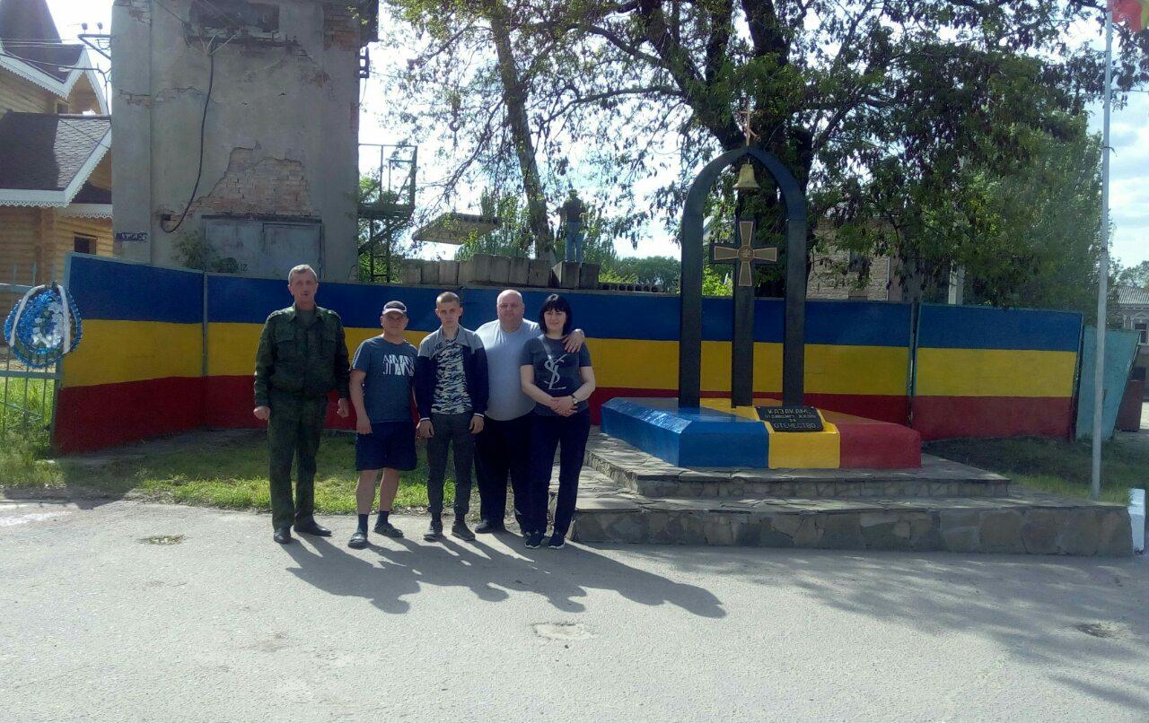 Казаки Луганского округа благоустроили Поклонный крест отдавшим жизнь за Отечество донцам
