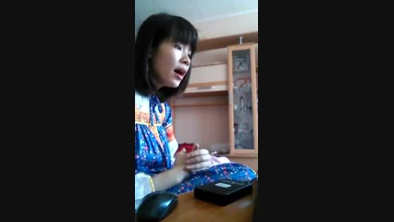Азиатка спела «Мы идём с конём»