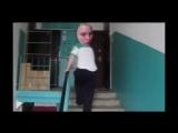 Юля Какашка упал с лестницы