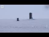 Ничего необычного, просто американская подлодка вмерзла в лед, отрабатывая