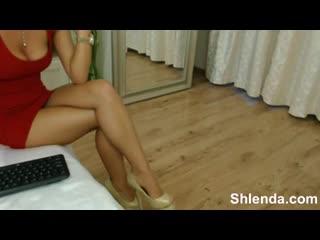 Гладкая киса +18    дама со стройными ножками в красном платье, woman mom chat web love leg hip girl tits video boy ass butt