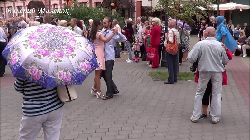 Танцуем на улице с ЭДИТ ПИАФ! Music! Dance!