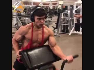 10 мощных упражнений на бицепс