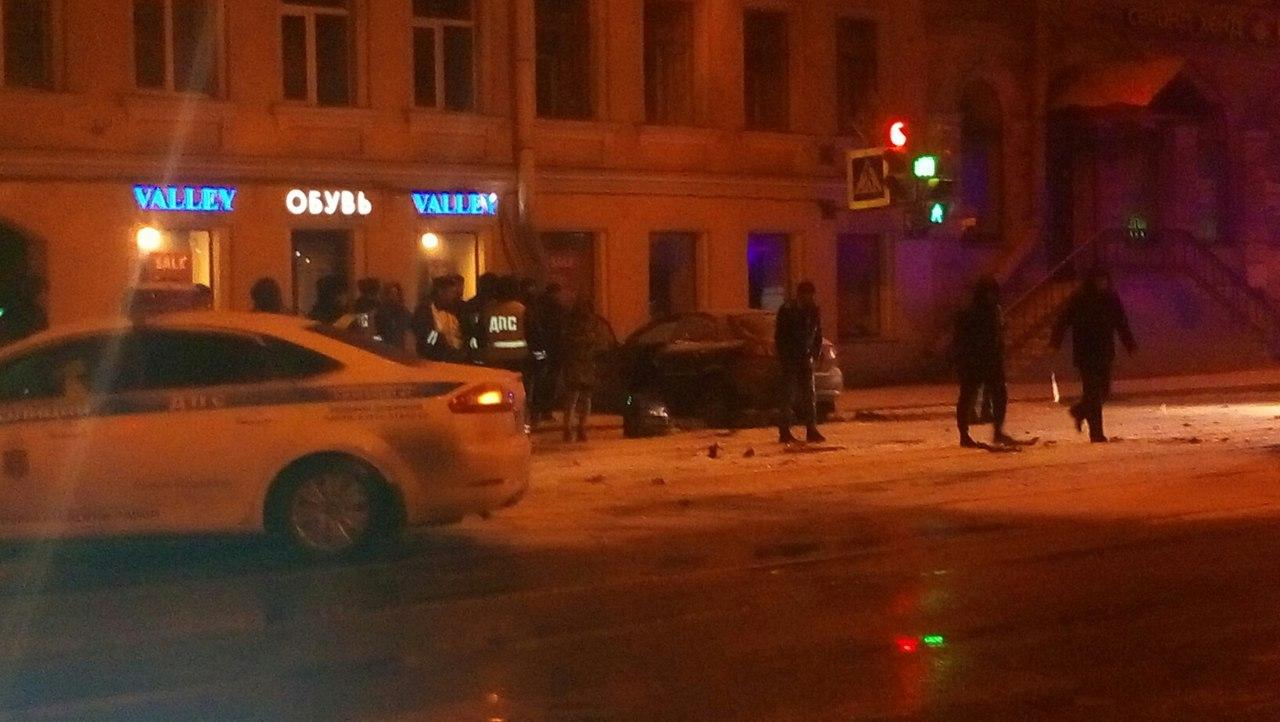 Опубликованы фото разбившейся машины таксиста после погони ДПС