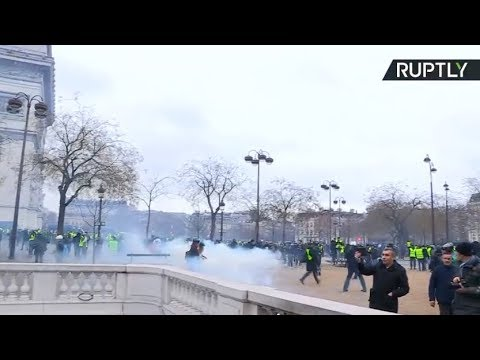 Tear gas Water cannons Yellow Vest protest in Paris turns violent