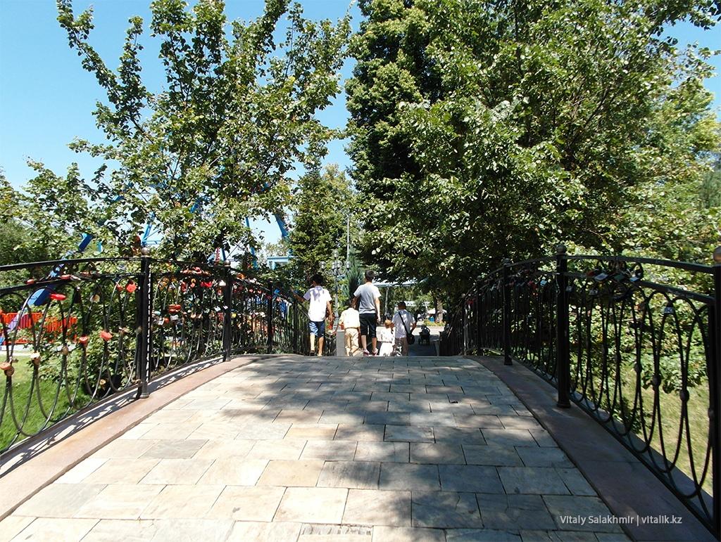 Мост с замками, Центральный Парк Горького, Алматы 2018