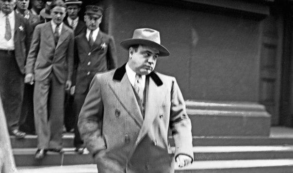Известного Аль Капоне посадили в тюрьму не за убийства и другие опасные преступл...