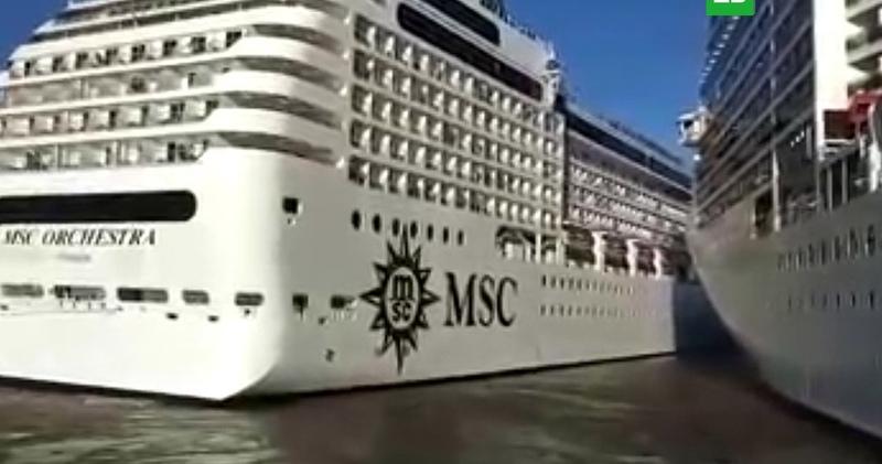 В порту Буэнос Айреса столкнулись два круизных лайнера