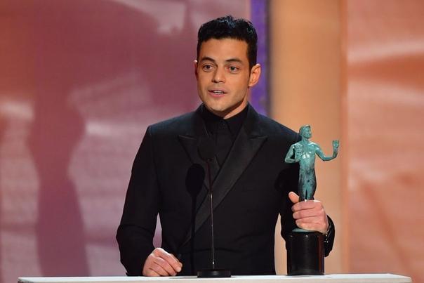 Рами Малек посвятил свою награду на SAG Awards 2019 Фредди Меркьюри Рами Малек, сыгравший легендарного Фредди Меркьюри в фильме «Богемская рапсодия», успешно начал наградной сезон. Актер уже был
