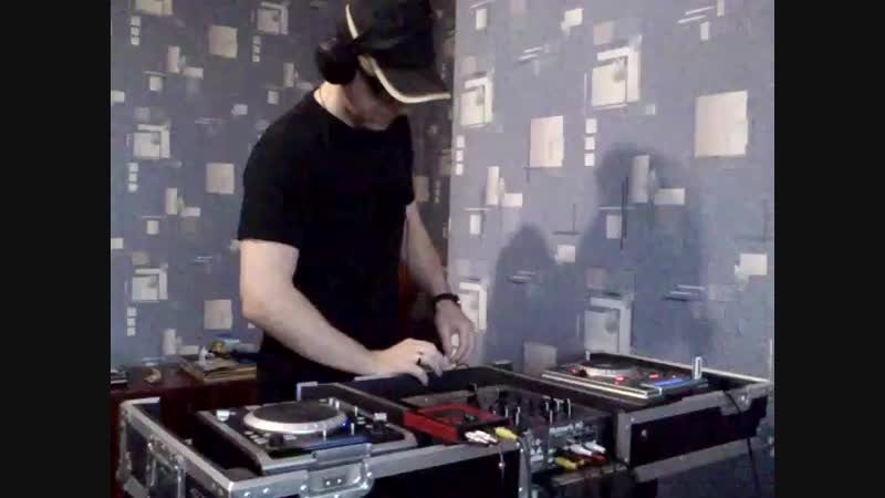 Dmitryx - DUBby New Year 2011 (dubstep live djing) .mp4
