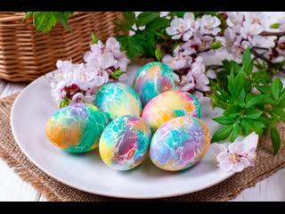 Как быстро и оригинально покрасить яйца