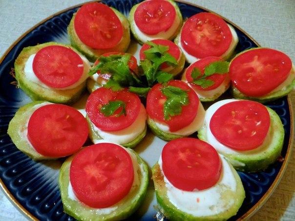 «Легкая закуска из кабачка с помидором»