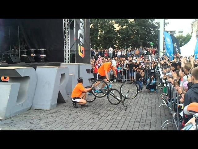 Трюки на велосипедах перед Nismo G Drive Show в Екатеринбурге