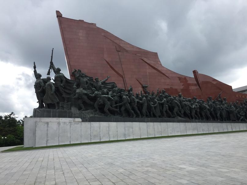 Отчет о путешествии в Северную Корею Барельефы показывающие борьбу Корейского народа за свободу