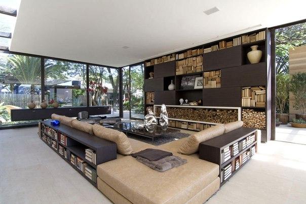 Архитектурная студия Fernanda Marques выполнила дизайн частного дома бунгало Loft 24-7 в Сан-Паулу, Бразилия....