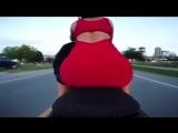 Что будет если сесть в мини юбке на мотоцикл сзади - срамная голая жопа