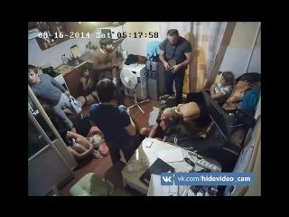 Налёт на хату проституток в Москве (звук) _ Raid to an apartment prostitutes in  ( порно мамка сиськи домашнее любительское +18