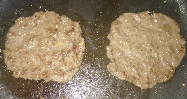"""Чизбургеры"" Ингредиенты: Булочки Котлеты Сыр в ломтиках (Hochland «Чизбургер») Соленые огурцы Кетчуп Лук Котлеты. Ингредиенты: Говяжий фарш"