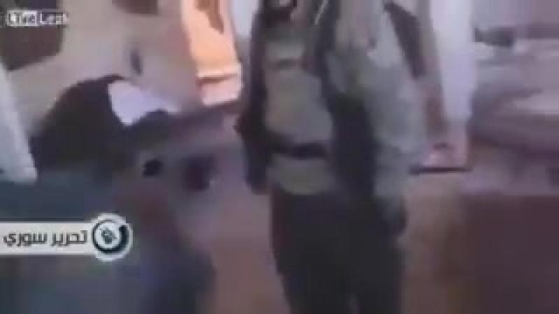 Русскоговорящие зеленые человечки расстреливают женщин стариков инвалидов