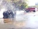 Полицейские против струи из пожарки