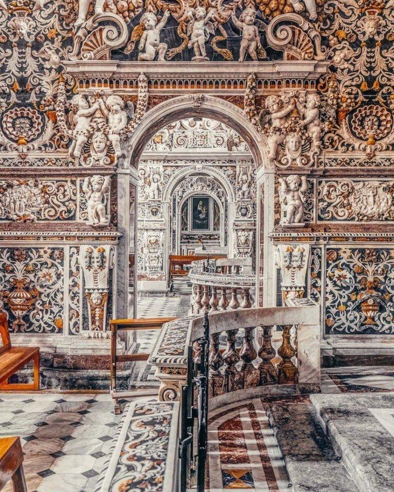 Барельефы церкви Санта-Мария-ди-Джезу, или...