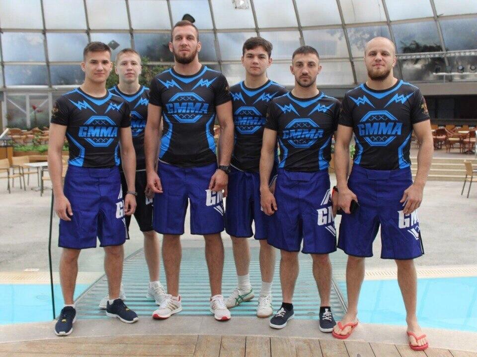 Сборная Беларуси - победитель Мировых экстремальных игр в боях пять на пять. Эдуард Муравицкий (первый справа).