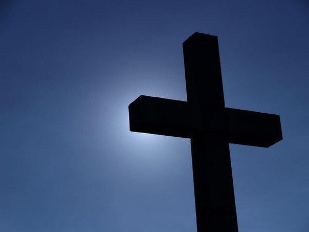 грехи чужих судить вы так усердно рветесь начните со своих и до чужих не доберетесь: