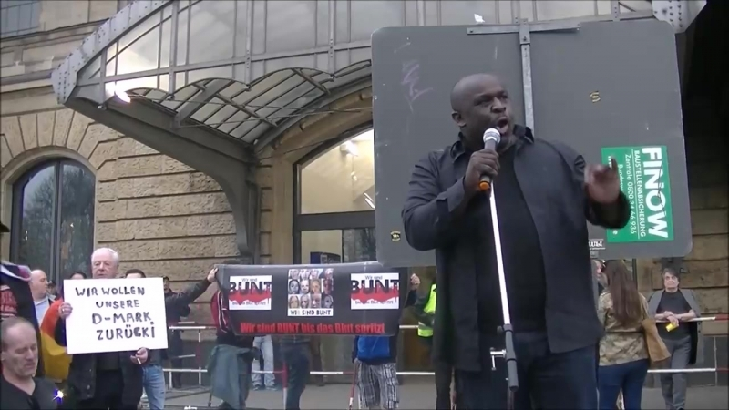Hamburg Merkel muß weg Demo Serge Menga