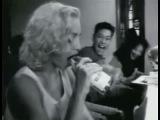 Мадонна сосёт Бутылку.mp4