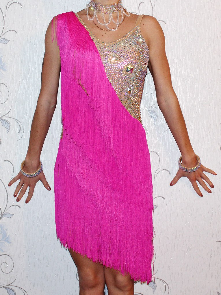 Платье с бахромой латина