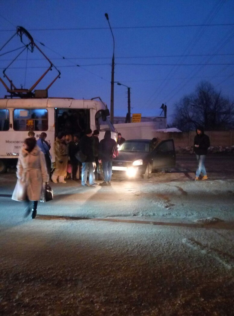 ДТП: Трамвай столкнулся с автомобилем (ФОТО)