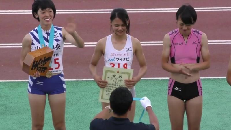 日本運動節目94精彩!女高中生白色運動褲! 一抬腿網友們都hold不住!