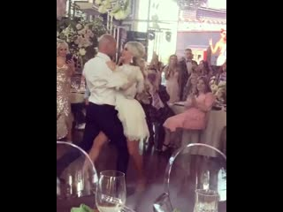 Саша кузина: потрясающий танец 🤵👰 пусть будут счастливы и здоровы молодожены 🎉