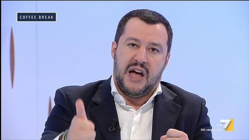 Matteo Salvini vs Angela Merkel: 'O ci sei o ci fai, o sei ingenua o sei incapace'