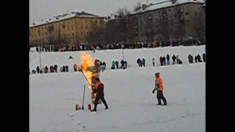 Вятка Сжигание чучела Зимы Масленицы у отеля Хилтон