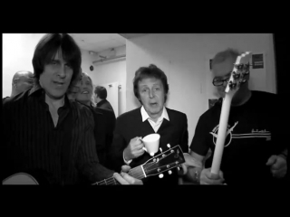 Paul McCartney – (Theme From) The Monkees (002.012.2009) Backstage in Hamburg
