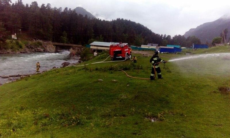 Огнеборцы поселка Архыз провели занятия по отработке нормативов пожарно-строевой подготовки