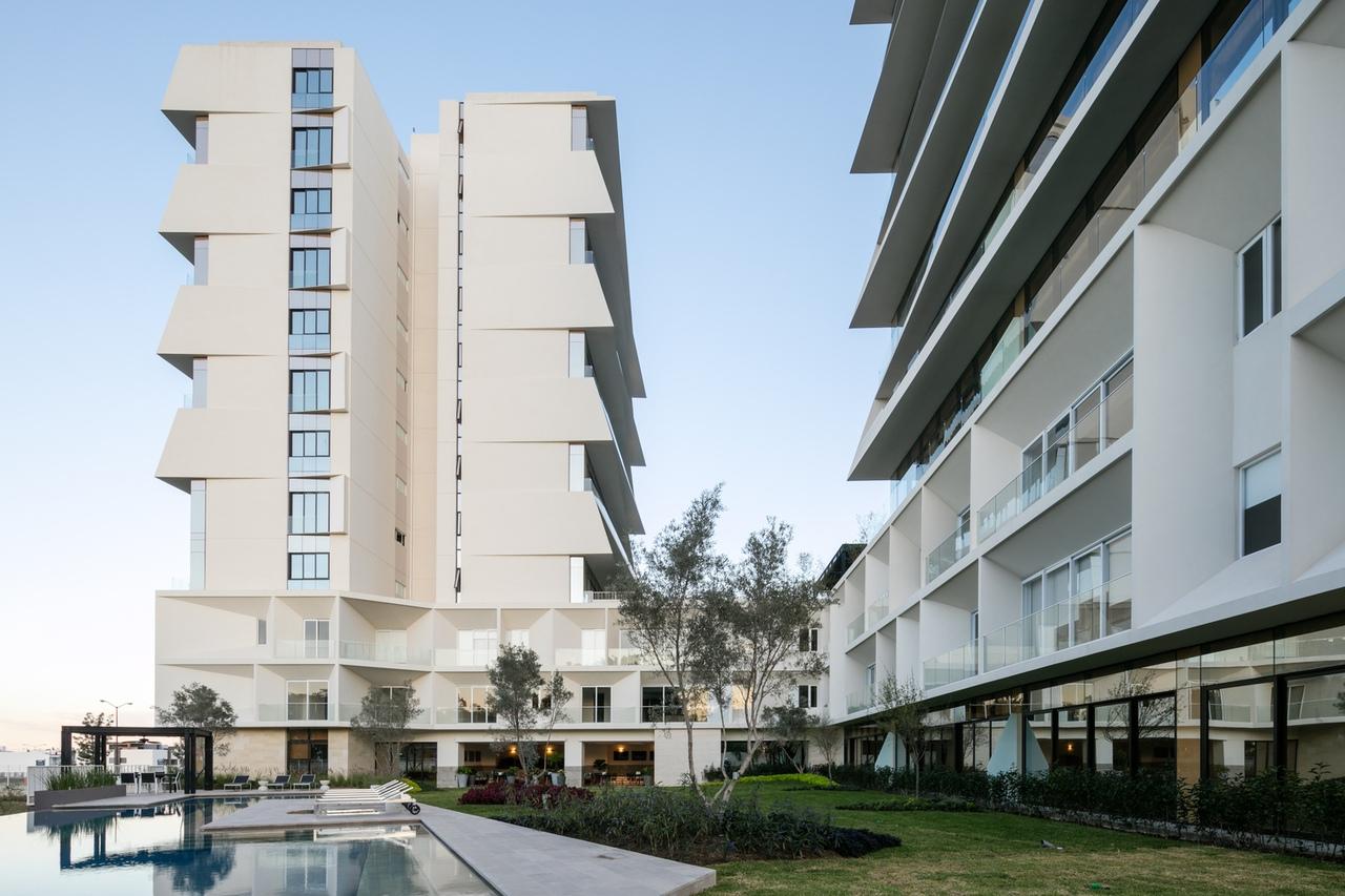 La Toscana Residential Building / AE Arquitectos