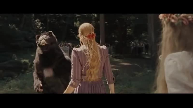 Николос Кейдж в костюме медведя