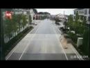 Пьяный водитель без прав сбил семью с четырьмя детьми в Китае