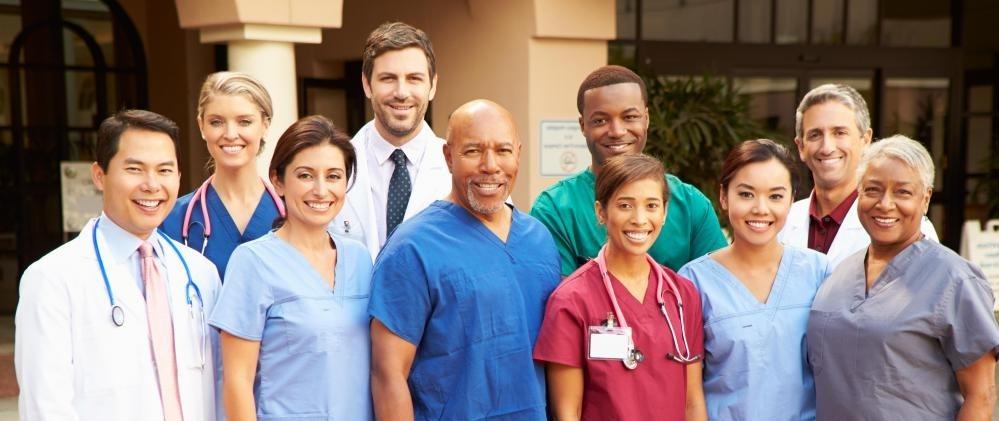 Онкологические врачи обычно работают в специализированных группах для лечения пациентов.