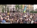 Сотні львів'ян у центрі міста влаштували зворушливу акцію подяки Петру Порошенку / включення vDS4Flu5ZhQ