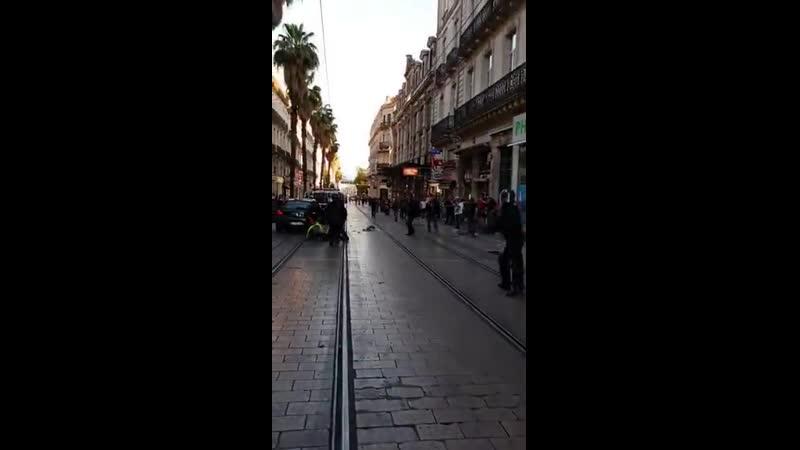 ️Deux femmes frappées et traînées par terre par des policiers à Montpellier ... En attendant la réaction de Schiappa ... HONTE.