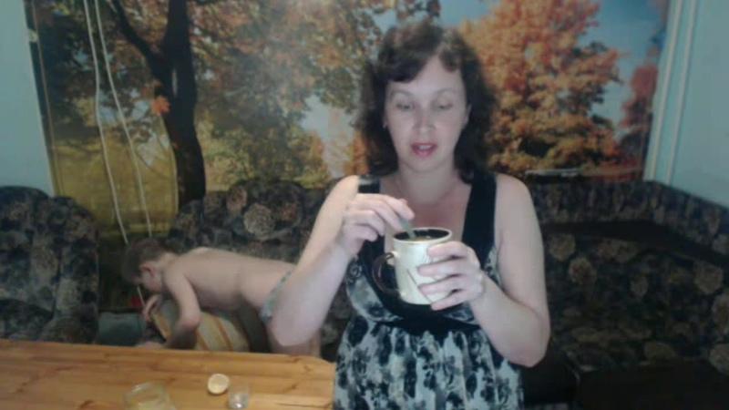 Полезный напиток с лимоном, медом и куркумой