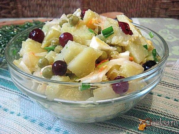 Простой и вкусный зимний салат, отличный вариант для легкого ужина.