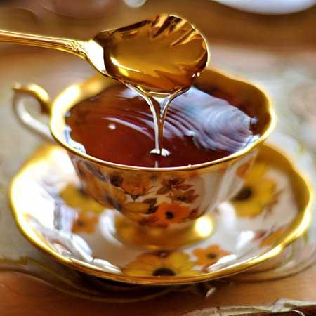 Да, безопасно есть мед во время беременности. Возможно, вы слышали, что мед не безопасен для детей, и это правда. Мед может содержать бактерии, которые могут прорасти в кишечнике ребенка и вызвать детский ботулизм, редкое, но потенциально смертельное заболевание.