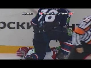 khl Сибирь - Витязь () Силовой прием. Игрок Сибири сбил хоккеиста Витязя