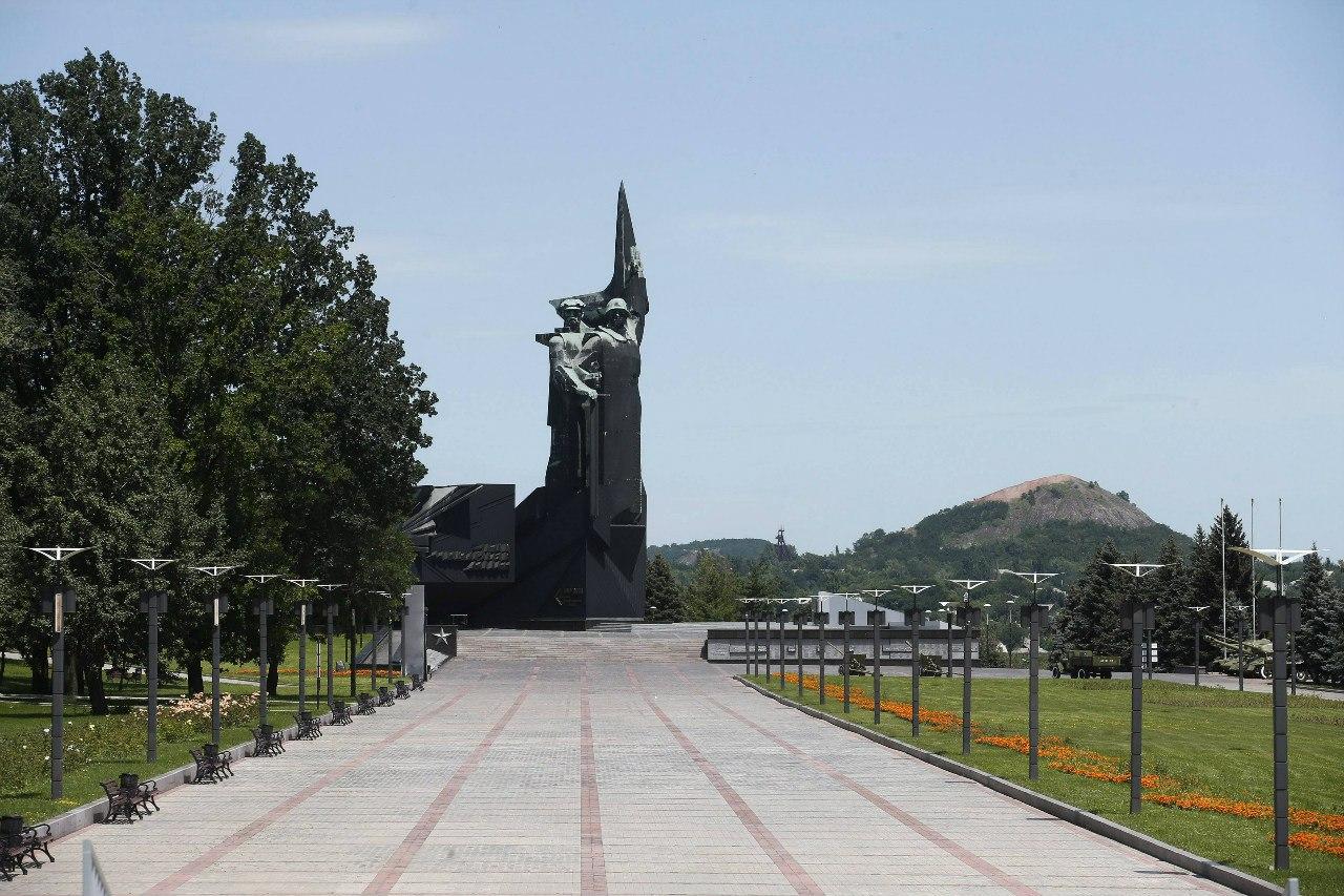 Парк в центре Донецка станет огромным кладбищем для боевиков - Цензор.НЕТ 4842