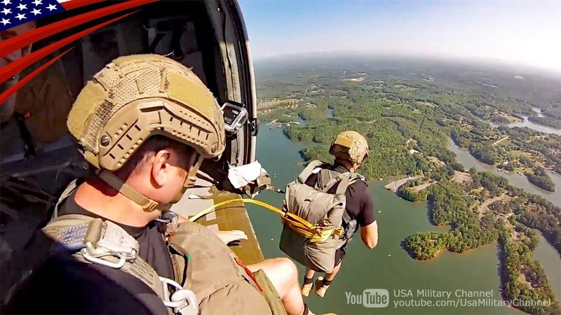 アメリカ陸軍レンジャー訓練:湖へのパラシュート降下
